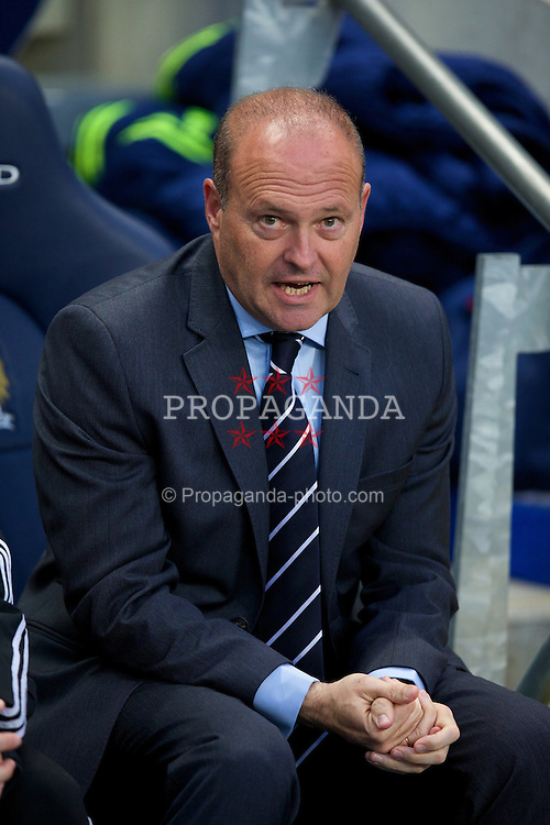 MANCHESTER, ENGLAND - Easter Monday, April 21, 2014: West Bromwich Albion's head coach Pepe Mel during the Premiership match against Manchester City at the City of Manchester Stadium. (Pic by David Rawcliffe/Propaganda)