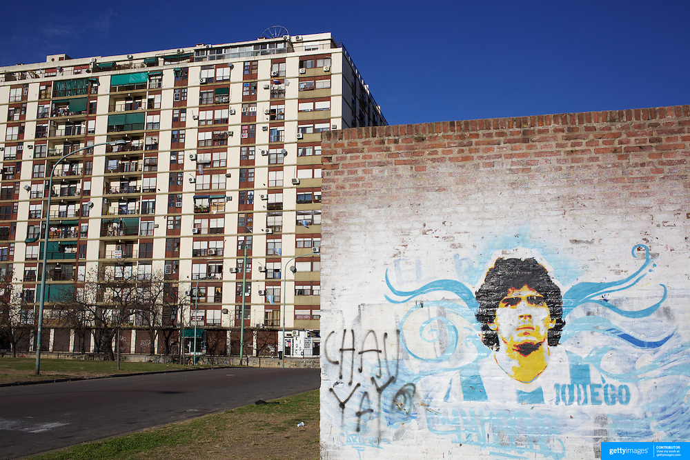 A mural of Argentina's most famous footballer, Diego Maradona, on a wall in La Boca region of Buenos Aires close too the famous football team, Boca Juniors, La Bombonera stadium. Buenos Aires, Argentina, 25th June 2010. Photo Tim Clayton..