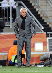 11.07.2010, Soccer-City-Stadion, Johannesburg, RSA, FIFA WM 2010, Finale, Niederlande (NED) vs Spanien (ESP) im Bild ein enttäuschter Bert Van Marwijk, EXPA Pictures © 2010, PhotoCredit: EXPA/ InsideFoto/ Perottino *** ATTENTION *** FOR AUSTRIA AND SLOVENIA USE ONLY! / SPORTIDA PHOTO AGENCY