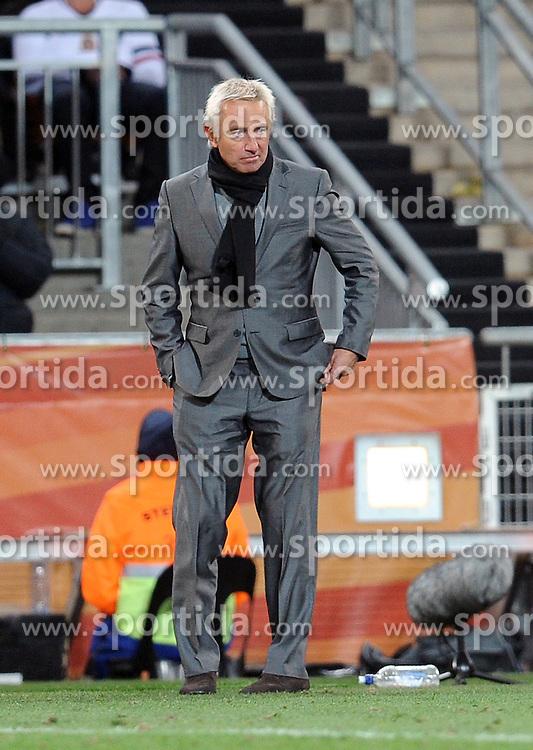 11.07.2010, Soccer-City-Stadion, Johannesburg, RSA, FIFA WM 2010, Finale, Niederlande (NED) vs Spanien (ESP) im Bild ein enttäuschter Bert Van Marwijk, EXPA Pictures © 2010, PhotoCredit: EXPA/ InsideFoto/ Perottino *** ATTENTION *** FOR AUSTRIA AND SLOVENIA USE ONLY! / SPORTIDA PHOTO AGENCY