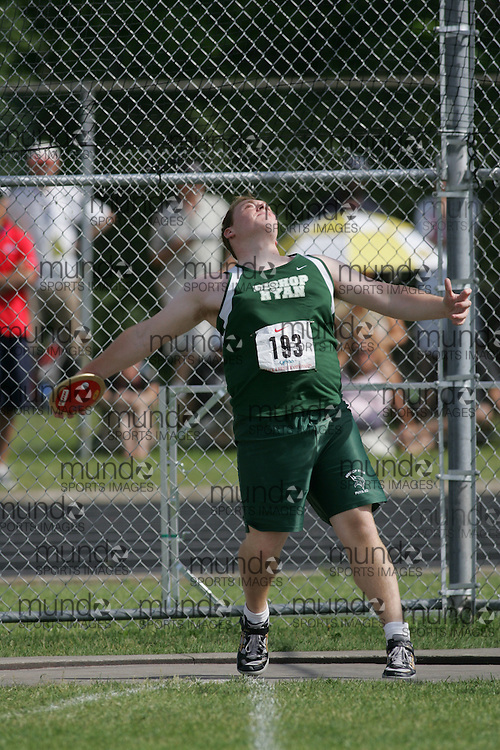 Hamilton, Ontario ---07/06/08--- \o\ competes in the discus at the 2008 OFSAA Track and Field meet in Hamilton, Ontario..Sean Burges