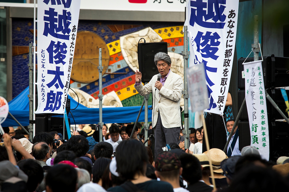 TOKYO, JAPAN - JULY 18 : Journalist Shuntaro Torigoe, a candidate for Tokyo governor delivers a campaign speech during a campaign for the July 31 Tokyo gubernatorial election in front of Shibuya Station, Tokyo, Japan on Monday, July 18, 2016. (Photo: Richard Atrero de Guzman/NUR Photo)