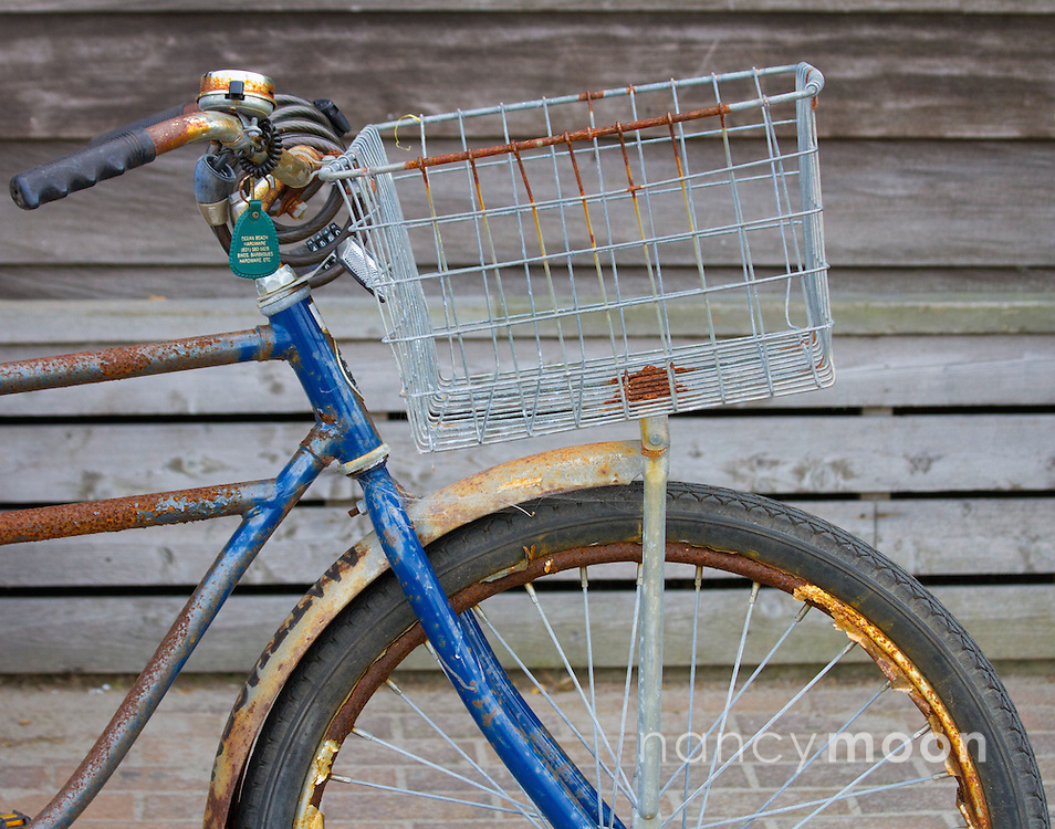 Rusty old bicycle.<br />