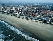 Nederland, Zuid-Holland, Katwijk aan de Rijn, 01-12-2005; luchtfoto (25% toeslag); gezien vanaf de Noordzee, met aan de strandboulevard links het witte kerk(je) en rechts de vuurtoren (aan het Vuurbaakplein); vissersdorp, zeevisserij, toerisme, gereformeerd, gereformeerde kerk, zandstrand, branding; zie ook andere luchtfoto's van deze regio;.foto Siebe Swart