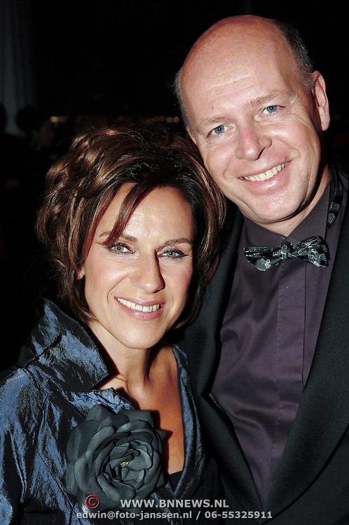 NLD/Amsterdam/20061020 - Uitreiking Televierzierring 2006, Cilly Dartell en partner Jan Cocheret