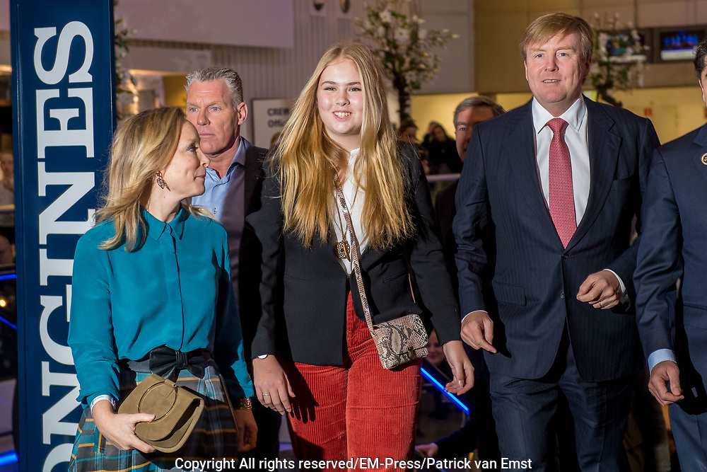 Koning Willem-Alexander en prinses Amalia zijn aanwezig in de RAI tijdens de wereldbeker springen bij Jumping Amsterdam.<br /> <br /> King Willem-Alexander and princess Amalia are present at the RAI during the World Cup jumping at Jumping Amsterdam.<br /> <br /> Op de foto:  Koning Willem-Alexander en prinses Amalia met prinses Margarita / King Willem Alexander and his daughter princess Amalia with princess Margarita