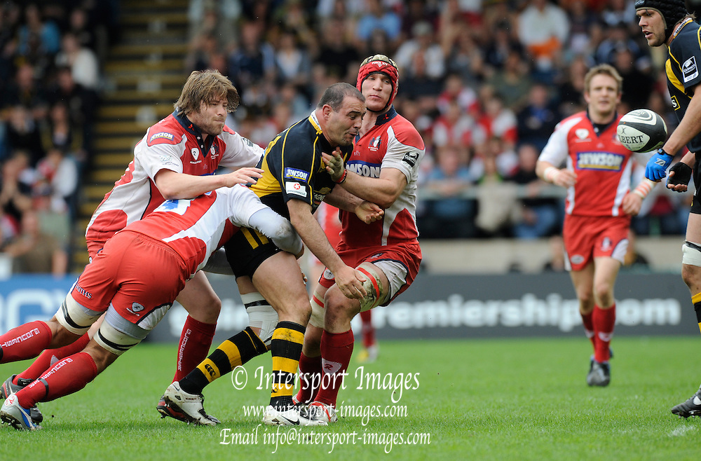 Wycombe, GREAT BRITAIN, Wasps' Raphael IBANEZ,  unloads the ball, during the Guinness Premiership game, London Wasps vs Gloucester Rugby, Sun. 04.05.2008 [Mandatory Credit Peter Spurrier/Intersport Images]