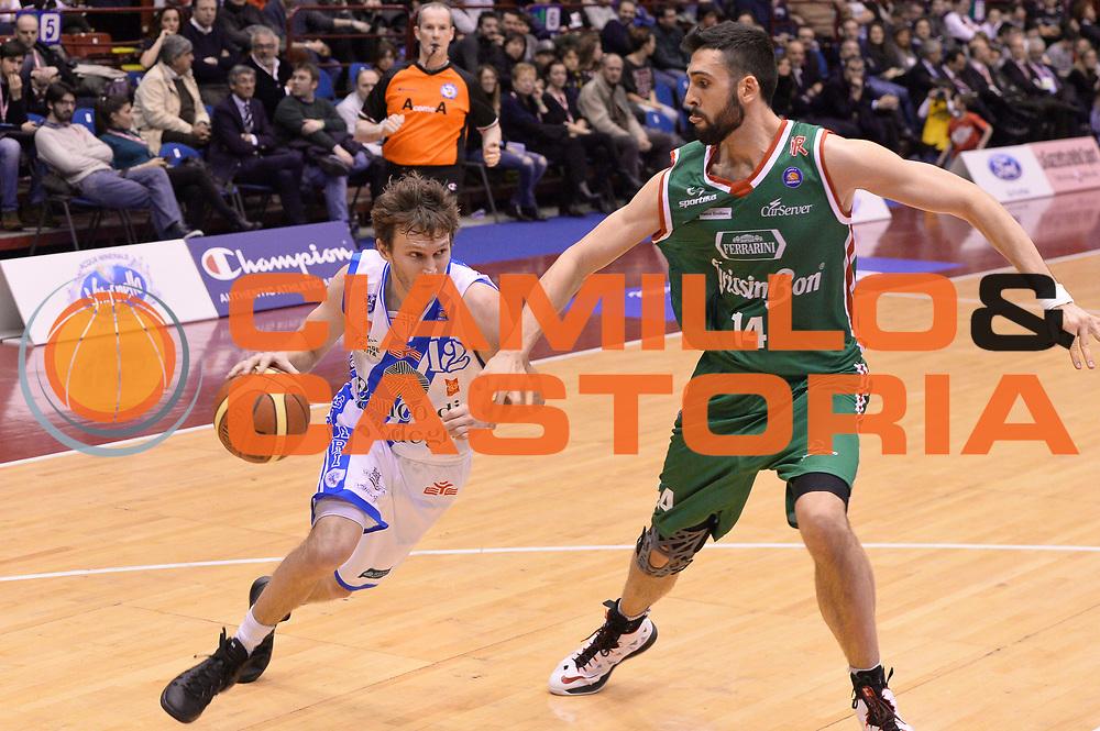 DESCRIZIONE : Milano Coppa Italia Final Eight 2014 Semifinale Banco di Sardegna Sassari Grissin Bon Reggio Emilia<br /> GIOCATORE : Travis Diener<br /> CATEGORIA : Palleggio Penetrazione<br /> SQUADRA : Banco di Sardegna Sassari<br /> EVENTO : Beko Coppa Italia Final Eight 2014<br /> GARA : Banco di Sardegna Sassari Grissin Bon Reggio Emilia<br /> DATA : 08/02/2014<br /> SPORT : Pallacanestro<br /> AUTORE : Agenzia Ciamillo-Castoria/R.Morgano<br /> Galleria : Lega Basket Final Eight Coppa Italia 2014<br /> Fotonotizia : Milano Coppa Italia Final Eight 2014 Semifinale Banco di Sardegna Sassari Grissin Bon Reggio Emilia<br /> Predefinita :