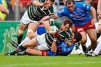Photo: Henry Browne.<br /> Stade Francais v Leicester Tigers. Heineken Cup.<br /> 29/10/2005.<br /> Austin Healey of Tigers comes up short of the line as they battle to get a winning try.