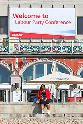 © Licensed to London News Pictures. 278/09/2015. Brighton, UK. Visitors for the labour Party conference relax on the beach during the lunch break. Today September 28th 2015. Photo credit : Hugo Michiels/LNP