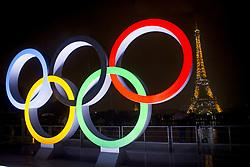 September 13, 2017 - Paris, France, France - Les anneaux Olympiques tronent sur le parvis du Trocadero en face de la Tour Eiffel apres l attribution par le CIO des Jeux Olympiques a Paris en 2024 (Credit Image: © Panoramic via ZUMA Press)