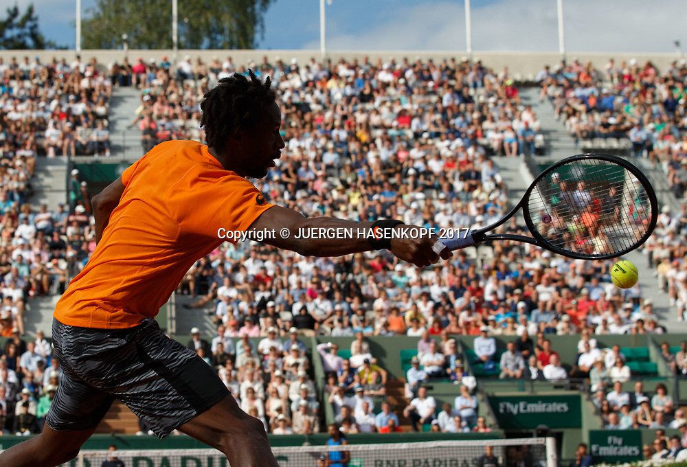 GAEL MONFILS (FRA) verpasst den Ball auf der Vorhand,Ass,Silhouette,Rueckenansicht,<br /> <br /> Tennis - French Open 2017 - Grand Slam ATP / WTA -  Roland Garros - Paris -  - France  - 30 May 2017.