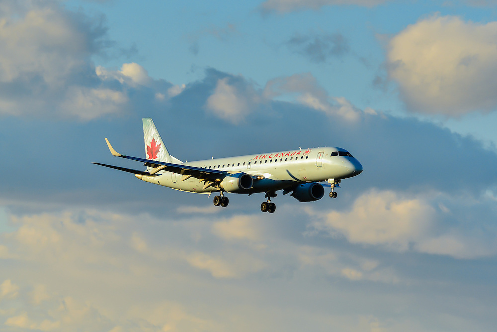 Air Canada Embraer 190 makes a sunset landing into Whitehorse, Yukon