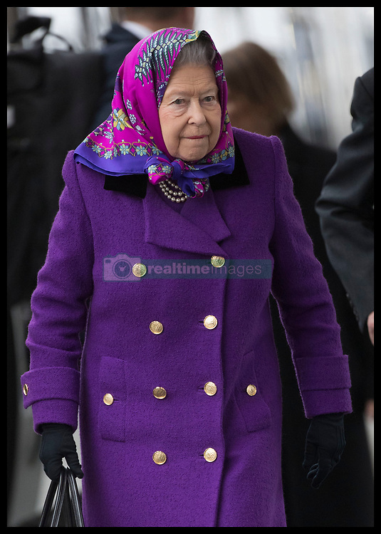December 21, 2017 - Kings Lynn, United Kingdom - Image  licensed to i-Images Picture Agency. 21/12/2017. Kings Lynn , United Kingdom. The Queen  arriving at Kings Lynn train station in Norfolk, United Kingdom, for the start of her traditional Christmas holiday at Sandringham. for Christmas holidays. (Credit Image: © Stephen Lock/i-Images via ZUMA Press)