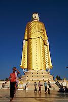 Myanmar (Birmanie), division de Sagaing, Monywa, Bodhi Tataung, bouddha debout de 129 mètres et bouddha couché // Myanmar (Burma), Sagaing division, Monywa, Bodhi Tataung, Buddha statue of 129 m high