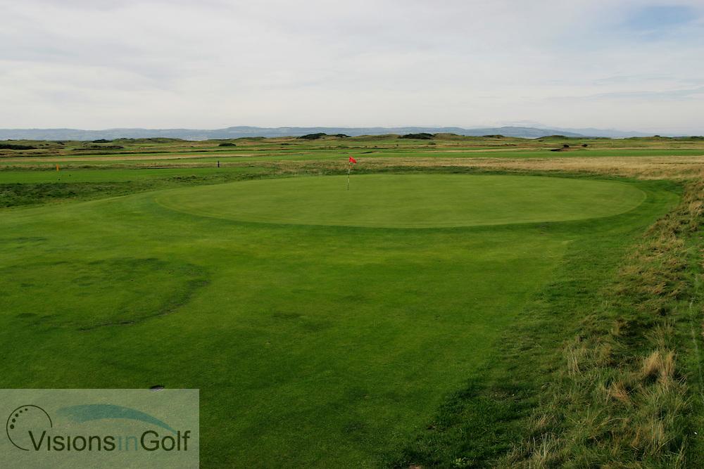 1st hole, Royal Liverpool GC, Hoylake, UK.<br /> Picture Credit:  Mark Newcombe / visionsingolf.com