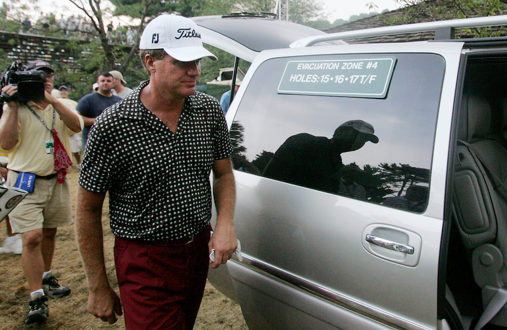 Steve Elkington (C) of Australia makes his way to an evacuation van during a weather warning in the final round of the 2005 PGA Championship at Baltusrol Golf Club in Springfield, New Jersey, Sunday 14 August 2005. The championship was delayed due to weather and will completed on Monday.