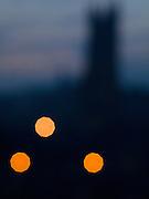 a cathédrale Saint Nicolas - le symbole visible de la Ville de Fribourg. La légende prétend que, si son clocher de 74m n'est pas achevé, c'est parce que l'on manqua d'argent. Joyau du gothique, la cathédrale fut construite entre 1283 et 1490. Die Kathedrale St. Nikolaus ist das weitherum sichtbare Wahrzeichen der Stadt. Sie wurde ab 1283 in mehreren Etappen bis 1490 an der Stelle eines romanischen Gotteshauses erbaut und besitzt einen 76 Meter hohen Turm, dessen Bau 1490 im Stil der späten Flamboyantgotik abgeschlossen. © Romano P. Riedo The gothic cathedral of st nicolas in Fribourg Switzerland The gothic cathedral of st nicolas in Fribourg Switzerland