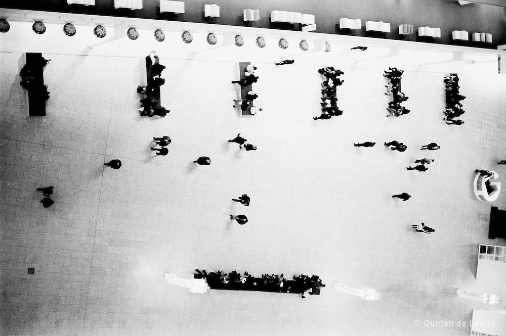 Bewegingen van mensen in een ruimte. Structuur vs chaos.