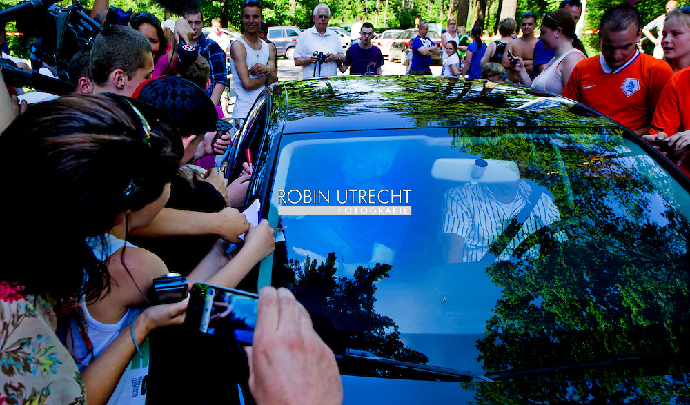 Dutch coach Bert van Marwijk gives signatures as he arrives for the trainingcamp of the Netherlands national football team in Hoenderloo on May 28, 2012. AFP PHOTO/ ROBIN UTRECHT