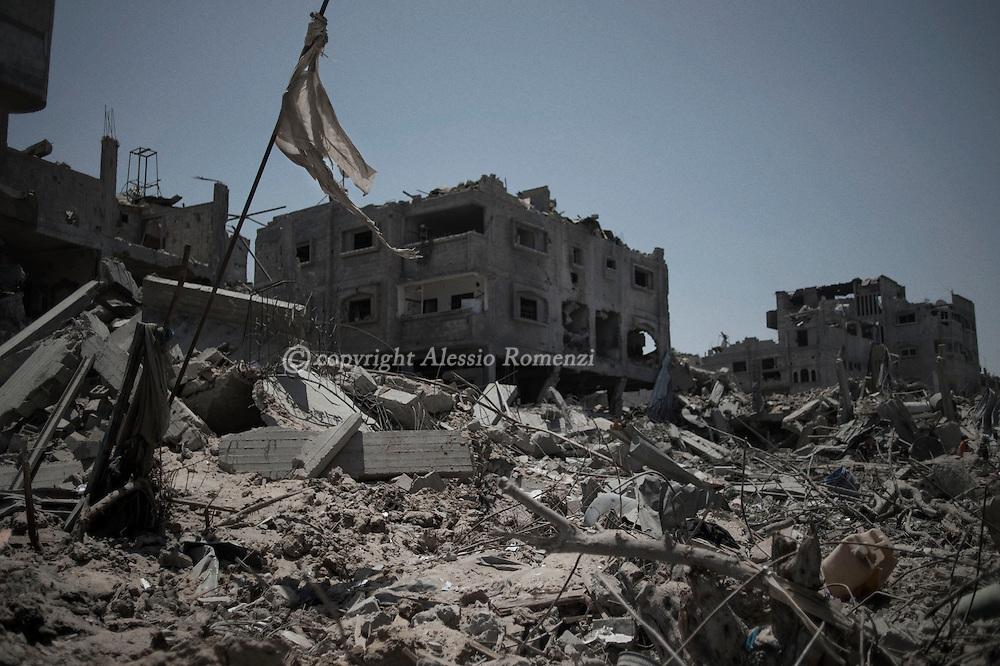 Gaza Strip, Gaza City: Destruction in Shujaya district during the ceasefire on July 26, 2014. ALESSIO ROMENZI