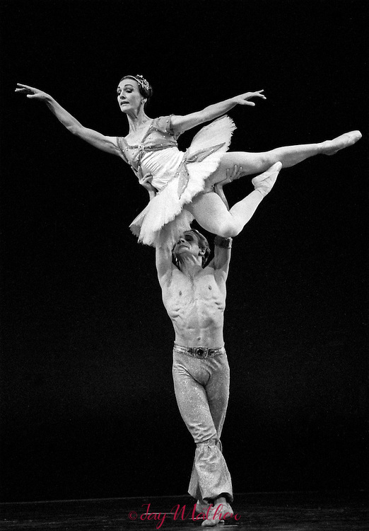 Mikhail Baryshnikov and Helen Starr performing with the Louisville Ballet Company.