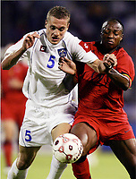 FOOTBALL - WORLD CUP 2006 - QUALIFYING ROUND - GROUP 7 - SERBIA MONTENEGRO v BELGIUM - 04/06/2005 - NEMANJA VIDIC (SER) / EMILE MPENZA (BEL)<br />