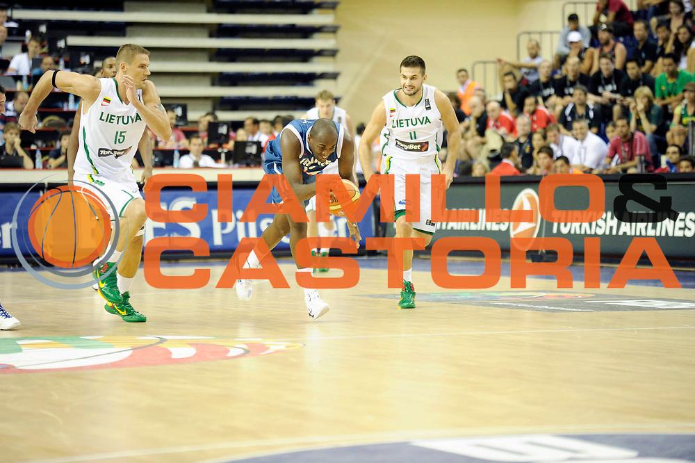 DESCRIZIONE : Championnat Du Monde 2010 Turquie Izmir Tour Preliminaire <br /> GIOCATORE : Traore Ali<br /> SQUADRA : France <br /> EVENTO : Championnat du monde 2010<br /> GARA : France Lithuanie<br /> DATA : 1/09/2010<br /> CATEGORIA : Basketball Action Homme<br /> SPORT : Basketball<br /> AUTORE : JF Molliere FFBB par Agenzia Ciamillo-Castoria <br /> Galleria : France Basket Championnat du monde 2010<br /> Fotonotizia : Championnat du monde Turquie Izmir Tour Preliminaire Jour 6 <br /> Predefinita :
