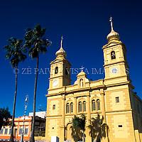 Rua Central com Igreja Matriz, Bage, Rio Grande do Sul, Brasil, 10/07/2002 foto de Ze Paiva/Vista Imagens