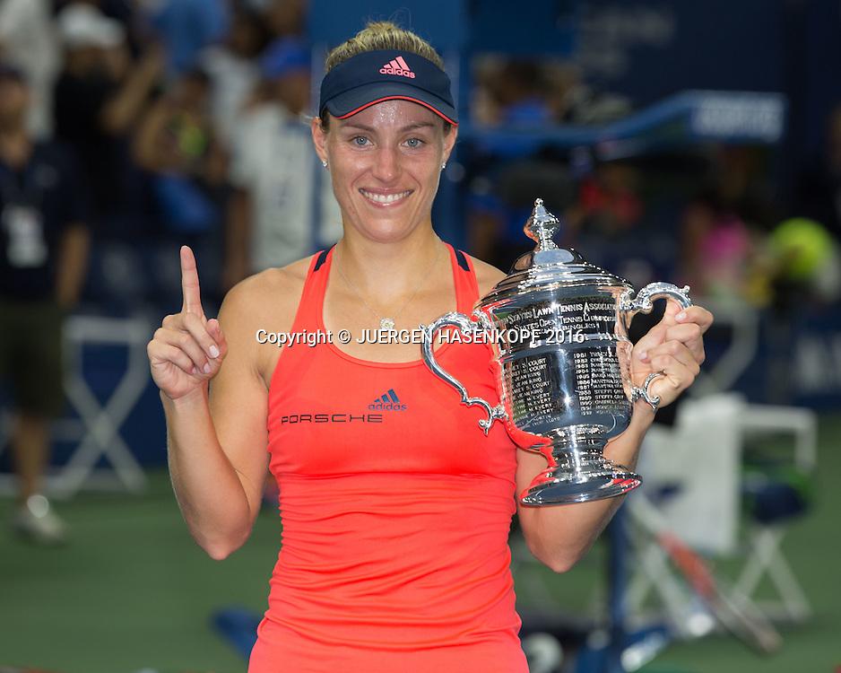 ANGELIQUE KERBER (GER) mit Pokal, Siegerehrung, Praesentation<br /> <br /> Tennis - US Open 2016 - Grand Slam ITF / ATP / WTA -  USTA Billie Jean King National Tennis Center - New York - New York - USA  - 10 September 2016.