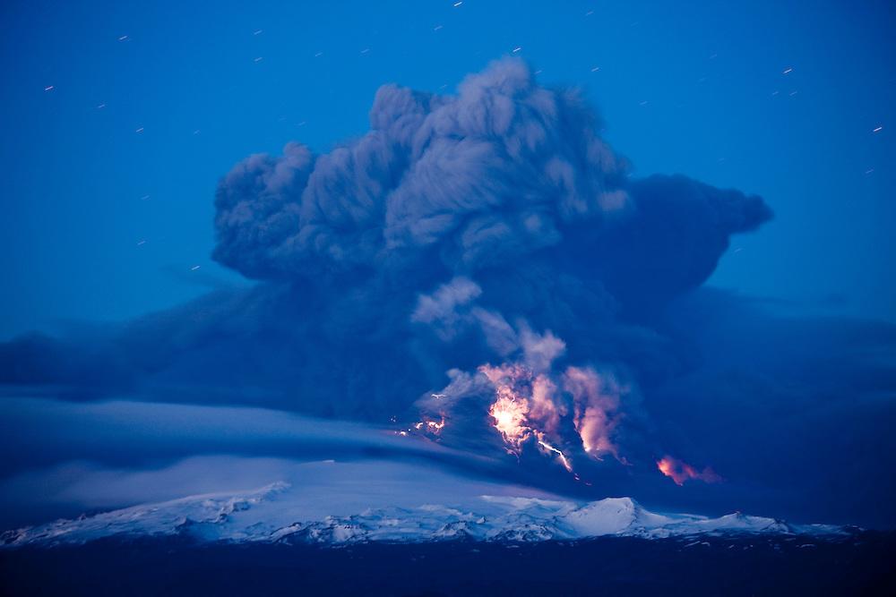 Iceland, Hvolsvelli,  Lightning flashes in cloud of volcanic ash during Eruption of Eyjafjallajökull Volcano