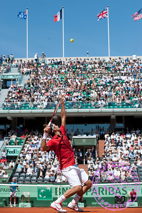 ROGER FEDERER (SWITZERLAND) COMPETES DURING THE MEN'S SINGLES FIRST ROUND ON DAY TWO OF THE FRENCH OPEN AT ROLAND GARROS TENNIS CLUB IN PARIS, FRANCE..FRANCE, PARIS , MAY 23, 2011..( PHOTO BY ADAM NURKIEWICZ / MEDIASPORT )..PICTURE ALSO AVAIBLE IN RAW OR TIFF FORMAT ON SPECIAL REQUEST.