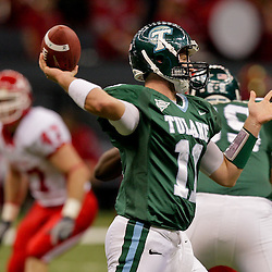 Oct 17, 2009; New Orleans, LA, USA; Tulane Green Wave quarterback Ryan Griffin (11) throws a pass during a game against the Houston Cougars at the Louisiana Superdome. Houston defeated Tulane 44-16.   Mandatory Credit: Derick E. Hingle-US PRESSWIRE