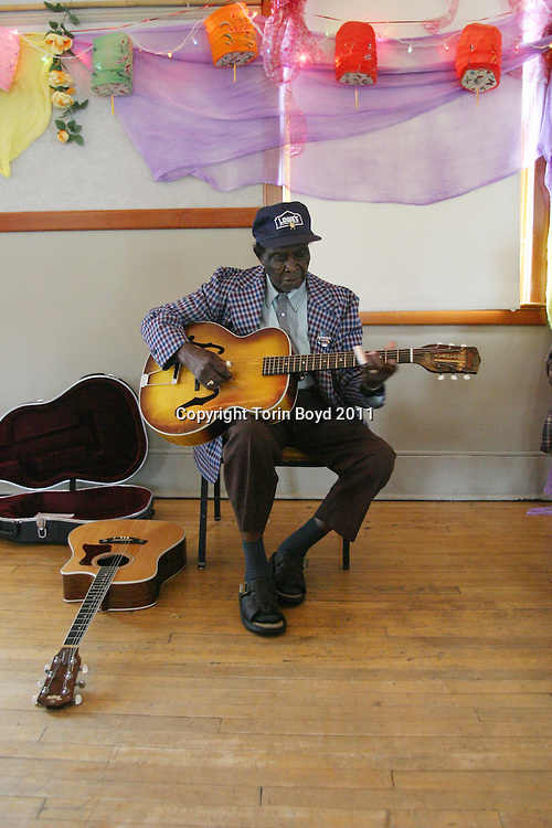 "Born in 1915 in Shaw, Mississippi, David ""Honeyboy"" Edwards is one of the few remaining bluesman from the golden era of the blues of the 1930s. Emerging from the Mississippi delta, Honeyboy played with Charlie Patton, Big Joe Williams, Tommy Johnson, Big Walter Horton, Howling Wolf, and Sonny Boy Williamson II to name a few. He also played with the mythical bluesman Robert Johnson and was there when Johnson was poisoned by a jealous bar owner in 1938. Based in Chicago, at age 89 Honeyboy tours regularly in both the US and overseas. He is seen giving a lecture at the 2004 Centrum's Country Blues Workshop in Port Townsend, Washington."