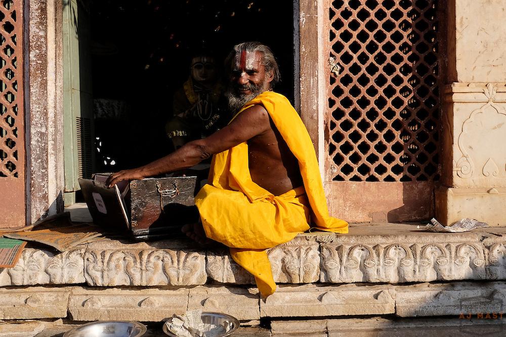 A Hindu holly man and his squeeze box at a temple in Jaipur, India, Sunday, Nov. 22, 2015. (AJ Mast)