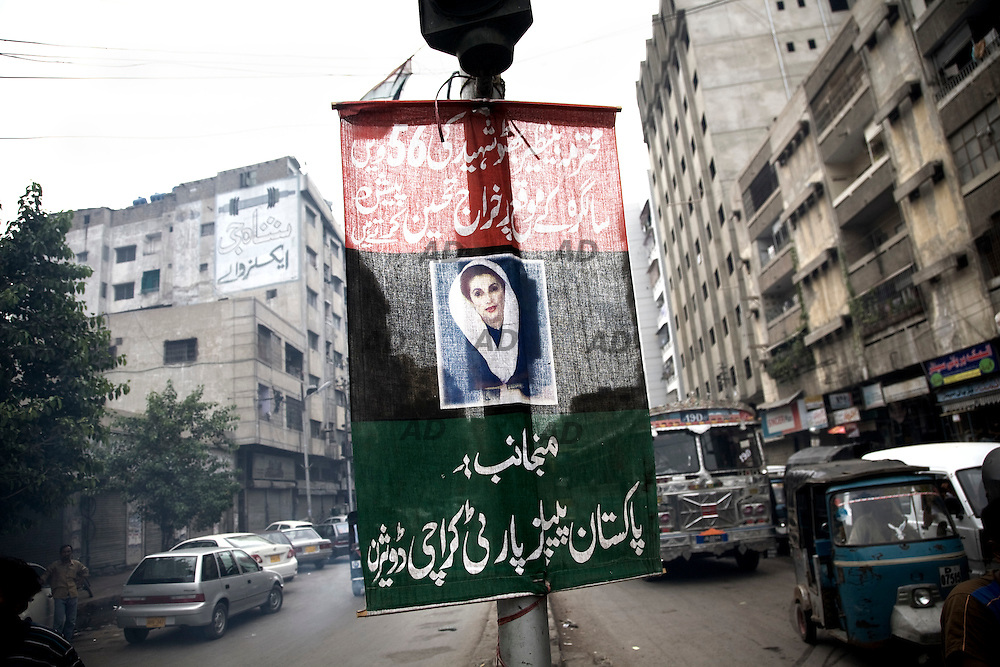 """A flag of the supporters of Benazir Bhutto. Bhutto (Karachi, 1953) was the leader of the main Pakistan party, the Pakistan People's Party (PPP). After almost 5 years of exile, because Musharraf, Bhutto returned to Karachi on October 2007 to prepare for the 2008 national elections. The same day two explosions occurred shortly after Bhutto had landed and left Karachi Airport. A suicide-bomb attack killed 136 people and injured at least 450. On 27 December 2007, Bhutto was killed after a supporters  party for the 2008 parliamentary elections. After entering her bulletproof vehicle, Bhutto stood up through its sunroof to wave to the crowds. At this point, a gunman fired shots at her and subsequently explosives were detonated near the vehicle killing approximately 20 people. *** General Caption *** Muttahida Quami Movement, generally known as MQM , (""""United National Movement"""" in English) is an progressive liberal secular centre left party in Pakistan (initially on quasi-socialist lines) founded on 11 June 1978 as a student organization of """"muhajir"""" (immigrants), the  All Pakistan Muhajir Students Organization or APMSO, at the University of Karachi by Altaf Hussain who continues to remain its chief. Supposedly it represent the majority of immigrants who migrated from India to Pakistan in 1947. APMSO then gave birth to the Muhajir Quami Movement (MQM) on March 1984. From 1992 to 1994, the MQM was the target of the Pakistan Army's Operation Cleanup leaving hundreds of civilians dead. On July 26, 1997, MQM officially removed the term Muhajir from its name, and replaced it with Muttahida (""""United""""). In 1992, after the operation """"Clean up"""", there was the split with key members of the party: the MQM-H or MQM Haqiqi, the """"real"""" MQM, was born. Since then have not stopped the target killing from both sides. The target killing is getting intensified in Karachi with the military's ongoing counterinsurgency operation in Swat and Malakand. The MQM party is, maybe, the worst enemy of t"""