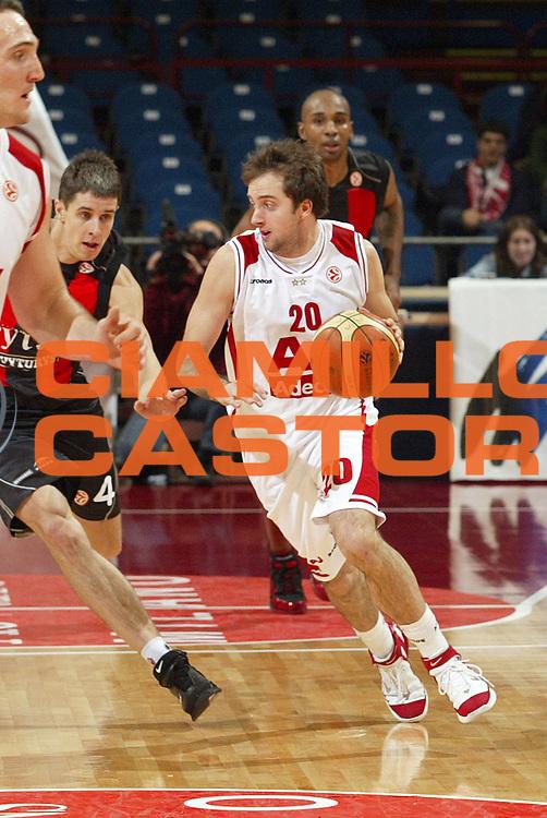 DESCRIZIONE : Milano Eurolega 2005-06 Armani Jeans Milano Lietuvos Rytas<br />GIOCATORE : Cavaliero<br />SQUADRA : Armani Jeans Milano<br />EVENTO : Eurolega 2005-2006<br />GARA : Armani Jeans Milano Lietuvos Rytas<br />DATA : 04/01/2006<br />CATEGORIA : Palleggio<br />SPORT : Pallacanestro<br />AUTORE : Agenzia Ciamillo-Castoria/S.Ceretti<br />Galleria : Eurolega 2005-2006<br />Fotonotizia : Milano Eurolega 2005-2006 Armani Jeans Milano Lietuvos Rytas<br />Predefinita :