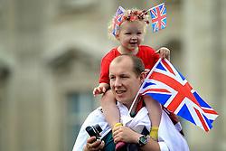29-07-2012 WIELRENNEN: OLYMPISCHE SPELEN 2012 WEGWEDSTRJD VROUWEN: LONDEN<br /> Support voor Engeland<br /> ©2012-FotoHoogendoorn.nl