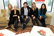 Perspresentatie van De Verleiding van een Moordvrouw van Rick Engelkes Producties in Amsterdam.<br /> <br /> Op de foto:  Rick Engelkes met Sanne Vogel , Nienke Römer , Camilla Siegertsz en Sarah Chronis