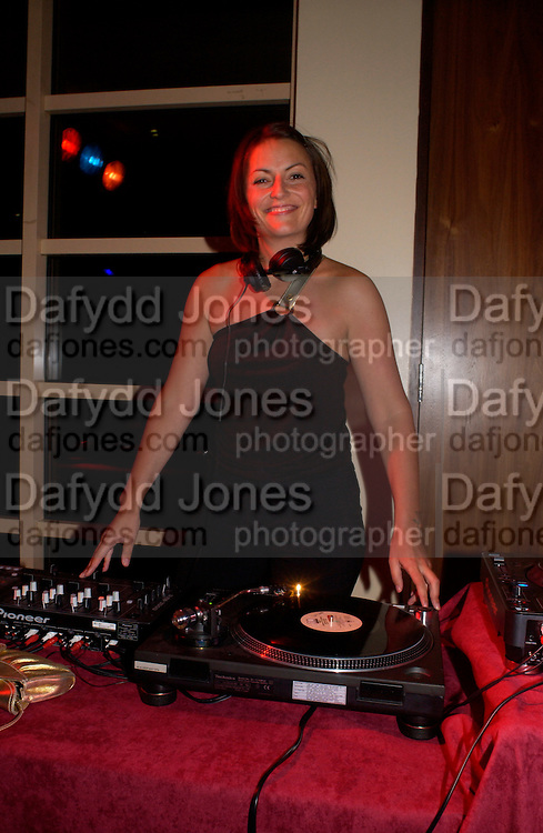 Davina McCall, 6 Degrees charity event in aid of Focus councelling services. Kensington Roof Garden, 19 April 2004. ONE TIME USE ONLY - DO NOT ARCHIVE  © Copyright Photograph by Dafydd Jones 66 Stockwell Park Rd. London SW9 0DA Tel 020 7733 0108 www.dafjones.com