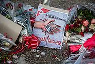 © Benjamin Girette / IP3 PRESS : le 10 Fevrier 2013: Quartier d'El Menzah 6, devant la maison de Chokri BELAID, Tunis. Des fleurs, des bougies et des mots sont posés à l'endroit precis ou Chokri BELAID est tombe sous les balles de son assassin.