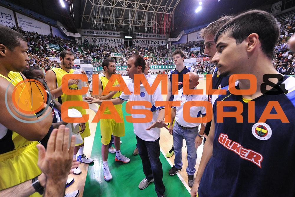 DESCRIZIONE : Siena amichevole presentazione Montepaschi Siena Fenerbahce<br /> GIOCATORE : Simone Pianigiani team<br /> CATEGORIA : curiosita time out<br /> SQUADRA : Fenerbahce<br /> EVENTO : Amichevole presentazione<br /> GARA : Montepaschi Siena Fenerbahce<br /> DATA : 12/09/2012<br /> SPORT : Pallacanestro <br /> AUTORE : Agenzia Ciamillo-Castoria/ GiulioCiamillo<br /> Galleria : amichevole<br /> Fotonotizia : Siena amichevole presentazione Montepaschi Siena Fenerbahce<br /> Predefinita :