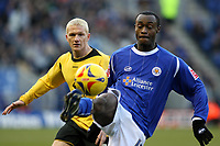 Photo: Pete Lorence.<br />Leicester City v Barnsley. Coca Cola Championship. 16/12/2006.<br />Elvis Hammond flicks the ball away from Bobby Hassell.