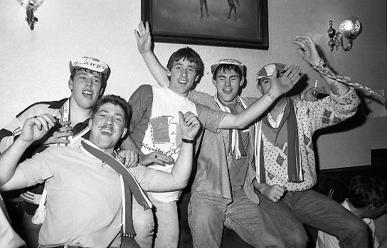 Republic Fans Celebrate Win.  (T8)..1989..11.10.1989..10.11.1989..11th October 1989..As part of the Italia 90 campaign,The Republic of Ireland took on Northern Ireland in a qualifier. A 3 nil win over Northern ireland virtually guaranteed the Republic a spot in the World Cup Finals..Rep. Ireland: Packie Bonner (Glasgow Celtic), Chris Morris (Glasgow Celtic), Mick McCarthy (Olympique Lyon) capt, Kevin Moran (Sporting Gijon), Steve Staunton (Liverpool), Ray Houghton (Liverpool), Ronnie Whelan (Liverpool), Andy Townsend (Norwich City), Kevin Sheedy (Everton), John Aldridge (Real Sociedad), Tony Cascarino (Millwall).Subs: David O'Leary (Arsenal) for Staunton 77 mins..N. Ireland: Dunlop, Fleming, McDonald, Donaghy, Worthington, D Wilson, McCreery, Whiteside, M O'Neill, Clarke, Dennison.Subs: C O'Neill for McCreery 71 mins, K Wilson for M O'Neill 79 mins.Goal scorers; Whelan,Cascarino,Houghton...Image shows supporters celebrating the Republic's win over Northern Ireland.