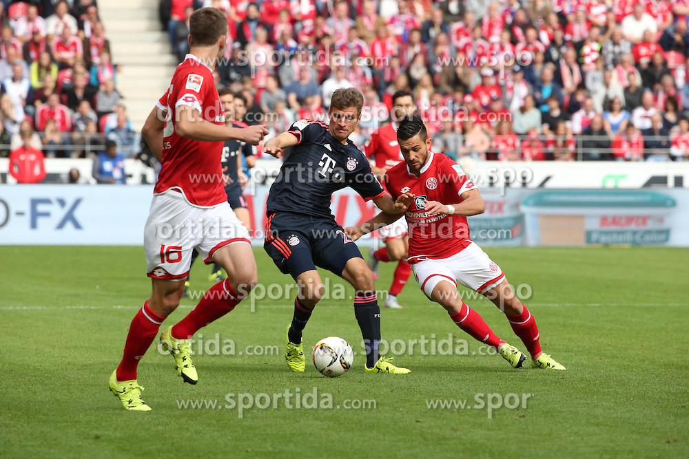26.09.2015, Coface Arena, Mainz, GER, 1. FBL, 1. FSV Mainz 05 vs FC Bayern Muenchen, 7. Runde, im Bild v.l.: Thomas Mueller (FCB) gegen Danny Latza (MZ) // during the German Bundesliga 7th round match between 1. FSV Mainz 05 and FC Bayern Munich at the Coface Arena in Mainz, Germany on 2015/09/26. EXPA Pictures &copy; 2015, PhotoCredit: EXPA/ Eibner-Pressefoto/ Neurohr<br /> <br /> *****ATTENTION - OUT of GER*****