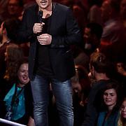 NLD/Hilversum/20131107- The Voice of Holland 1e live uitzending, presentator Martijn Krabbe