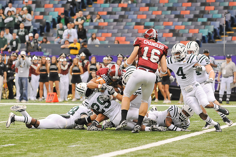 Troy Trojans wide receiver Tebiarus Gill (10) runs in for a touchdown during the first of the game.Troy Trojans leads Ohio Bobcats 38-7 at half time.