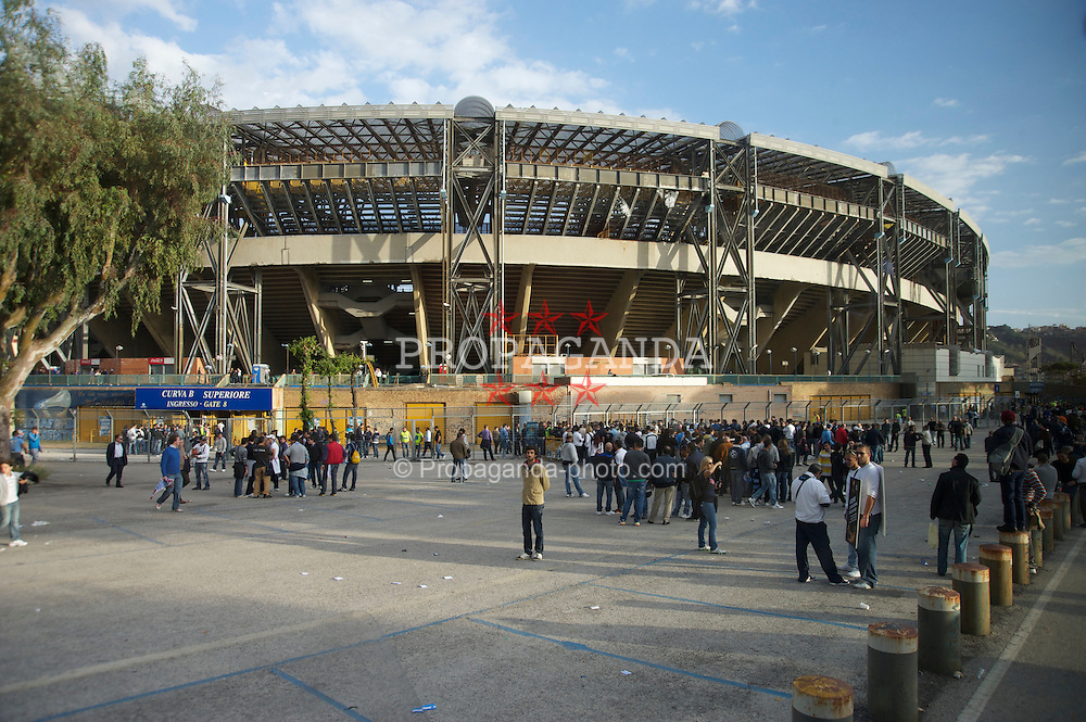 NAPELS, ITALY - Thursday, October 21, 2010: SSC Napoli supporters queue to enter the Stadio San Paolo before the UEFA Europa League Group K match against Liverpool. (Pic by: David Rawcliffe/Propaganda)