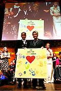 Wiesbaden | 30.10.2010..Vita Gala im Kurhaus Wiesbaden, hier: Martina Krueger (BILD, r) bekommt eine Auszeichnung, links VITA-Chefin Tatjana Kreidler...©peter-juelich.com ..[No Model Release | No Property Release]