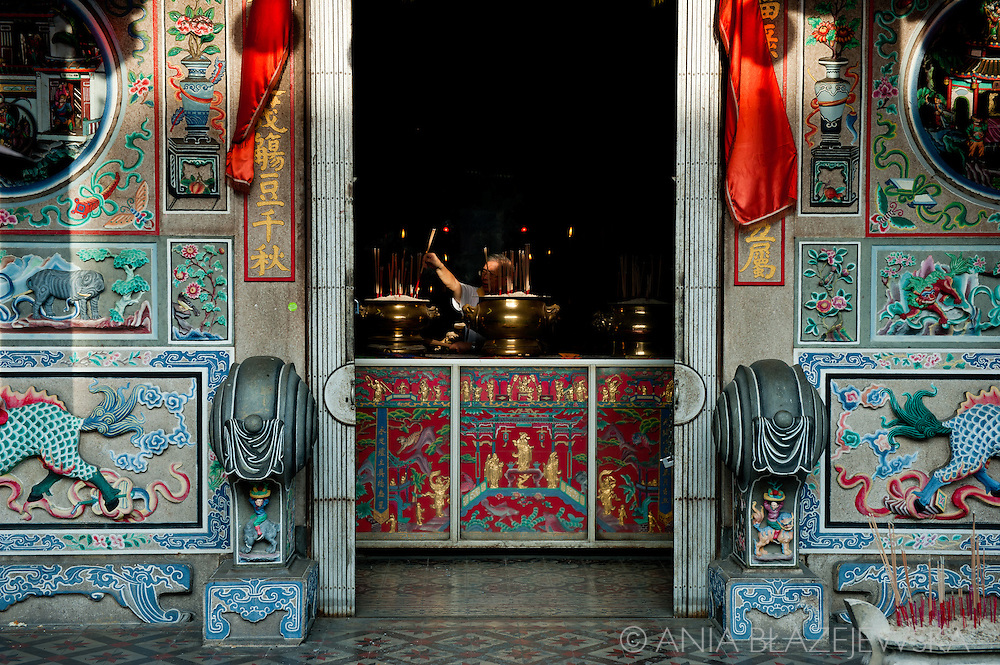 Malaysia, Georgetown. Mogning prayers in one of the Chinese temples in Penang.